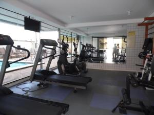 The fitness centre and/or fitness facilities at Suite Charmosa de frente para o Mar