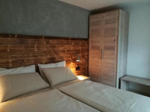 A bed or beds in a room at Ledro Nest