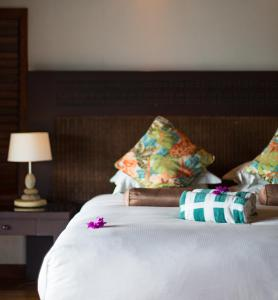 A bed or beds in a room at Hilton Moorea Lagoon Resort & Spa