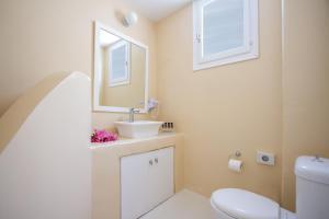 Salle de bains dans l'établissement Sea Sound White Katikies