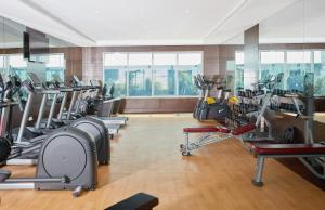 Das Fitnesscenter und/oder die Fitnesseinrichtungen in der Unterkunft Treppan Hotel & Suites By Fakhruddin