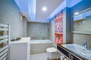 A bathroom at Celestin Residence