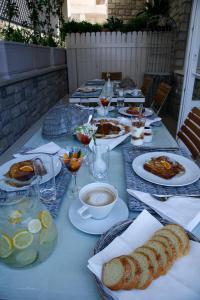 Επιλογές πρωινού για τους επισκέπτες του mourayio