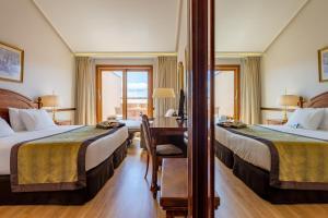Cama o camas de una habitación en Hotel Exe Reina Isabel