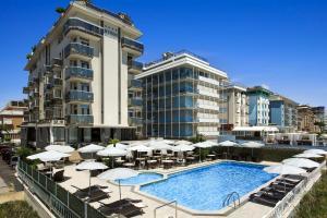 The swimming pool at or near Hotel Byron Bellavista