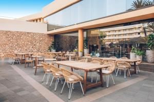 Restauracja lub miejsce do jedzenia w obiekcie Iberostar Playa Gaviotas-All inclusive
