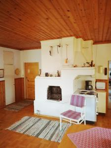 A kitchen or kitchenette at The River House