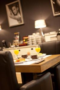 A restaurant or other place to eat at Turnhout City Hotel