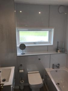 A bathroom at Heb Holiday, Self Catering Accommodation, Isle of Benbecula