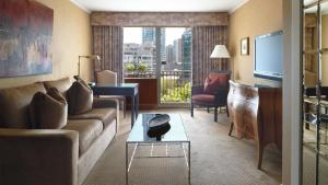 A seating area at Wedgewood Hotel & Spa - Relais & Chateaux