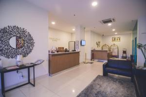 The lobby or reception area at Aman Hills Hotel