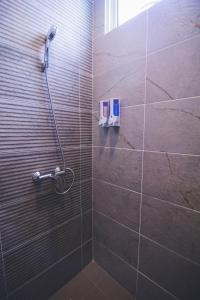 A bathroom at Aman Hills Hotel