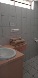A bathroom at Rainbow Sands Resort