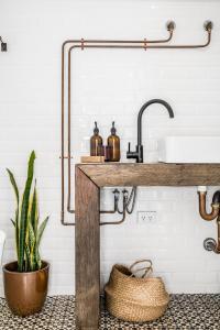 A bathroom at Blackbird Luxury Accommodation