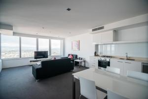 A kitchen or kitchenette at Q1 Resort & Spa - Official