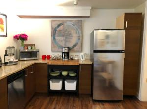 A kitchen or kitchenette at Sophia Suite
