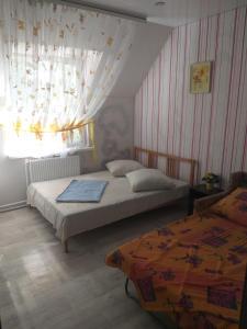 """Кровать или кровати в номере """"Нинель"""""""