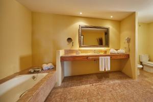 Łazienka w obiekcie Pula Suites Boutique Resort