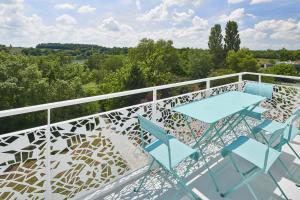 A balcony or terrace at Résidence Vacances Bleues Les Coteaux de Jonzac