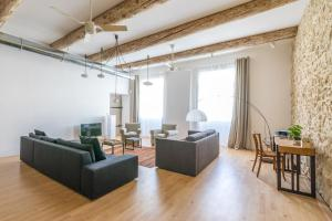 A seating area at L'Arsenal - très bel appartement sur le Vieux-Port