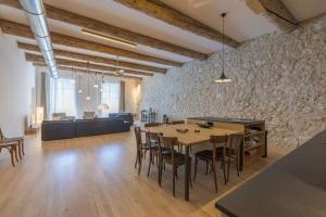 A restaurant or other place to eat at L'Arsenal - très bel appartement sur le Vieux-Port