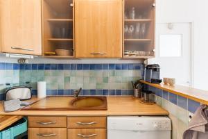 A kitchen or kitchenette at Le Lacydon - proche MUCEM