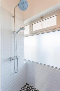 A bathroom at Le Minot
