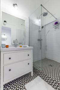 A bathroom at Le Moulin