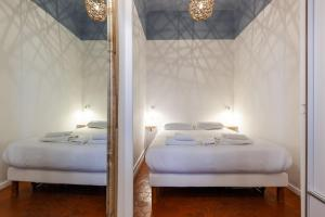A bed or beds in a room at La Navette