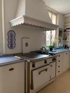 A kitchen or kitchenette at Masnadieri 18