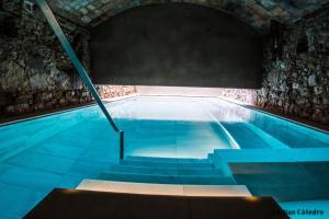 The swimming pool at or near Balneari Termes Victòria