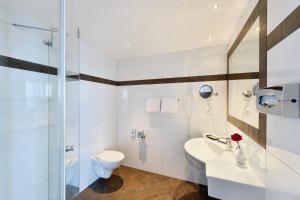 A bathroom at Hotel Vitalis by Amedia
