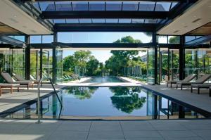 Het zwembad bij of vlak bij Vineyard Hotel