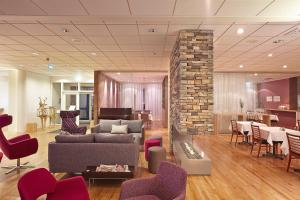 The lounge or bar area at Icelandair Hotel Herad