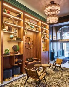 De lobby of receptie bij Hotel Konti Bordeaux by HappyCulture