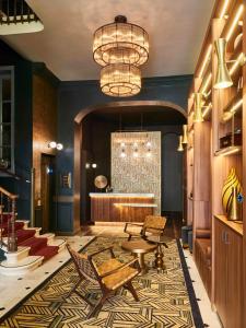 Een zitgedeelte bij Hotel Konti Bordeaux by HappyCulture