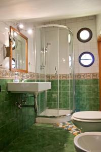 A bathroom at Blumind