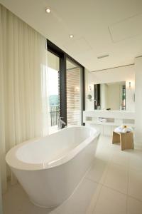 A bathroom at Hotel Kloster Haydau