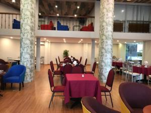 A restaurant or other place to eat at Bamboo Green Riverside Hotel