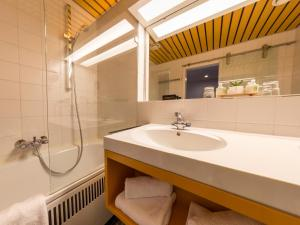 A bathroom at Hotel an der Therme
