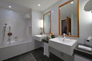 A bathroom at Radisson Blu Hotel, Liverpool