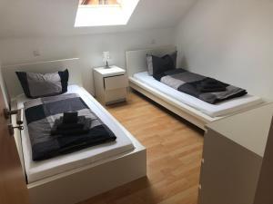 Ein Bett oder Betten in einem Zimmer der Unterkunft Ferienwohnung 1 - Gourmetzimmer