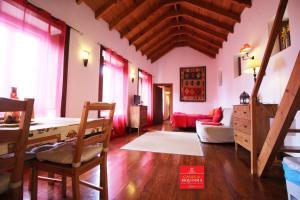 A seating area at Casas da Biquinha
