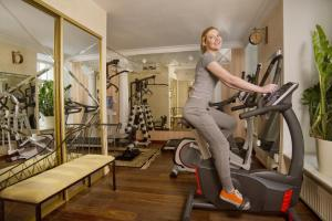 The fitness center and/or fitness facilities at Imperial Hotel & Restaurant