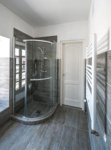 A bathroom at Malom Hotel