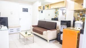 A seating area at Aya Stays 5 at Parahyangan Residence