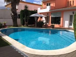 The swimming pool at or near Moradia do Pinhal