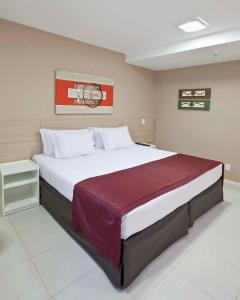 A bed or beds in a room at Grande Hotel Itaguaí