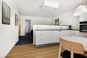 A kitchen or kitchenette at Hotel Litorina
