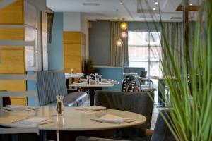 A restaurant or other place to eat at Best Western Manchester Altrincham Cresta Court Hotel